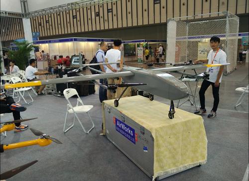 牛人發明超級無人機,載重可達500斤,實現了無人機載人飛上天