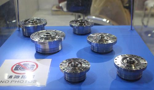 聂鹏举:大力扶持工业机器人核心零部件产业