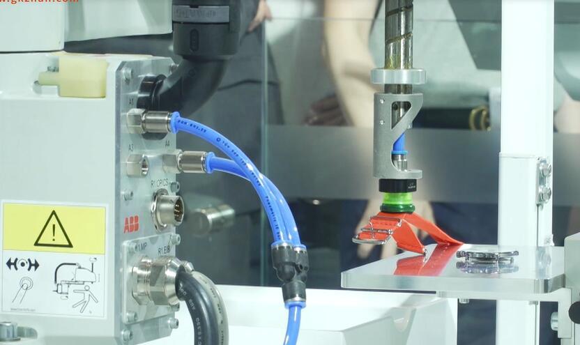 ABB携机器人等产品亮相中国工博会