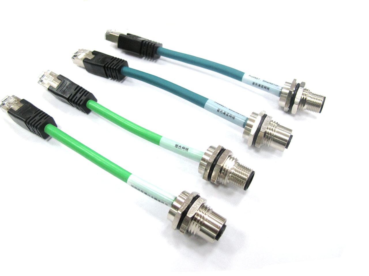 科迎法生产的EtherNet以太网防水连接器易于安装的 IP20工业RJ45连接器以及标准网络防水连接器上。科迎法提供易于安装的工业RJ45连接器与M12圆形连接器系列。基于通用核心插入件技术该系列无需工具即可安装,减少了安装时间和成本。该系列配有4引脚、8引脚,多可支持 1Gbps 的数据传输率。针对较低的传输率。