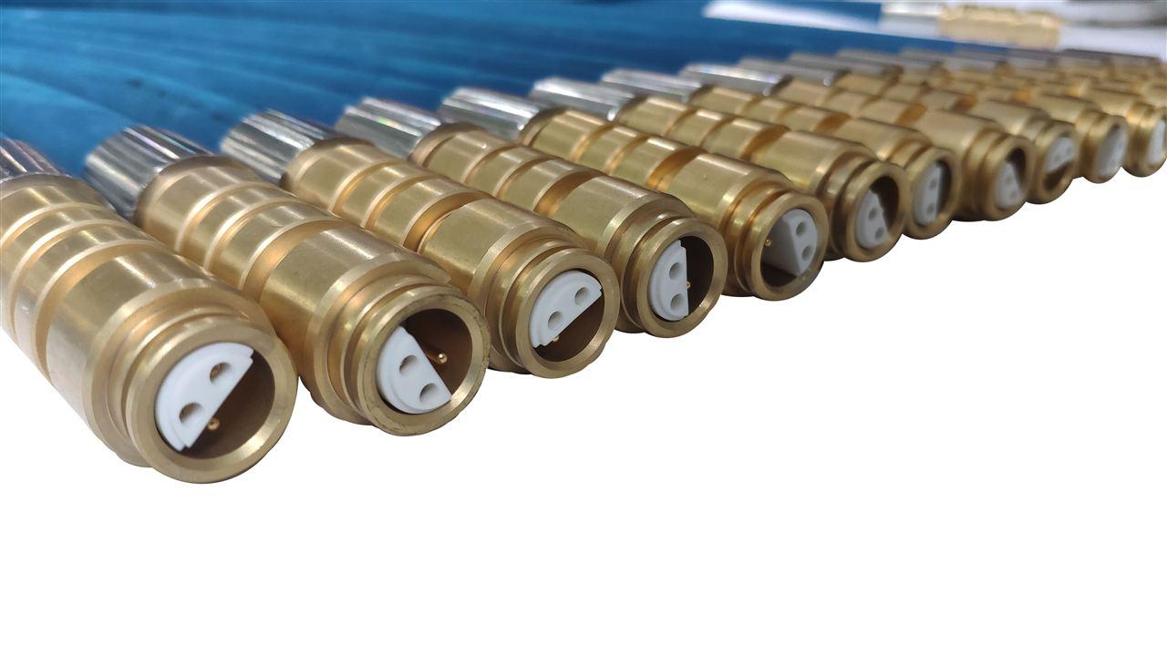 液压支架钢丝编织橡胶护套连接器技术条件;防爆等级:Exibl;防护等级:IP67;大工作电压:36.0VDC ;大工作电流:3.0A;连接器直流电阻:<=  12.8Ω/km  ;连接器分布电容:<=0.06μF/km ;连接器分布电感:<=0.8mH/km